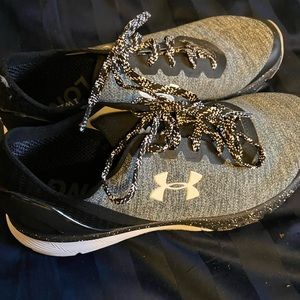 Like new B/W Under Armour Shoes